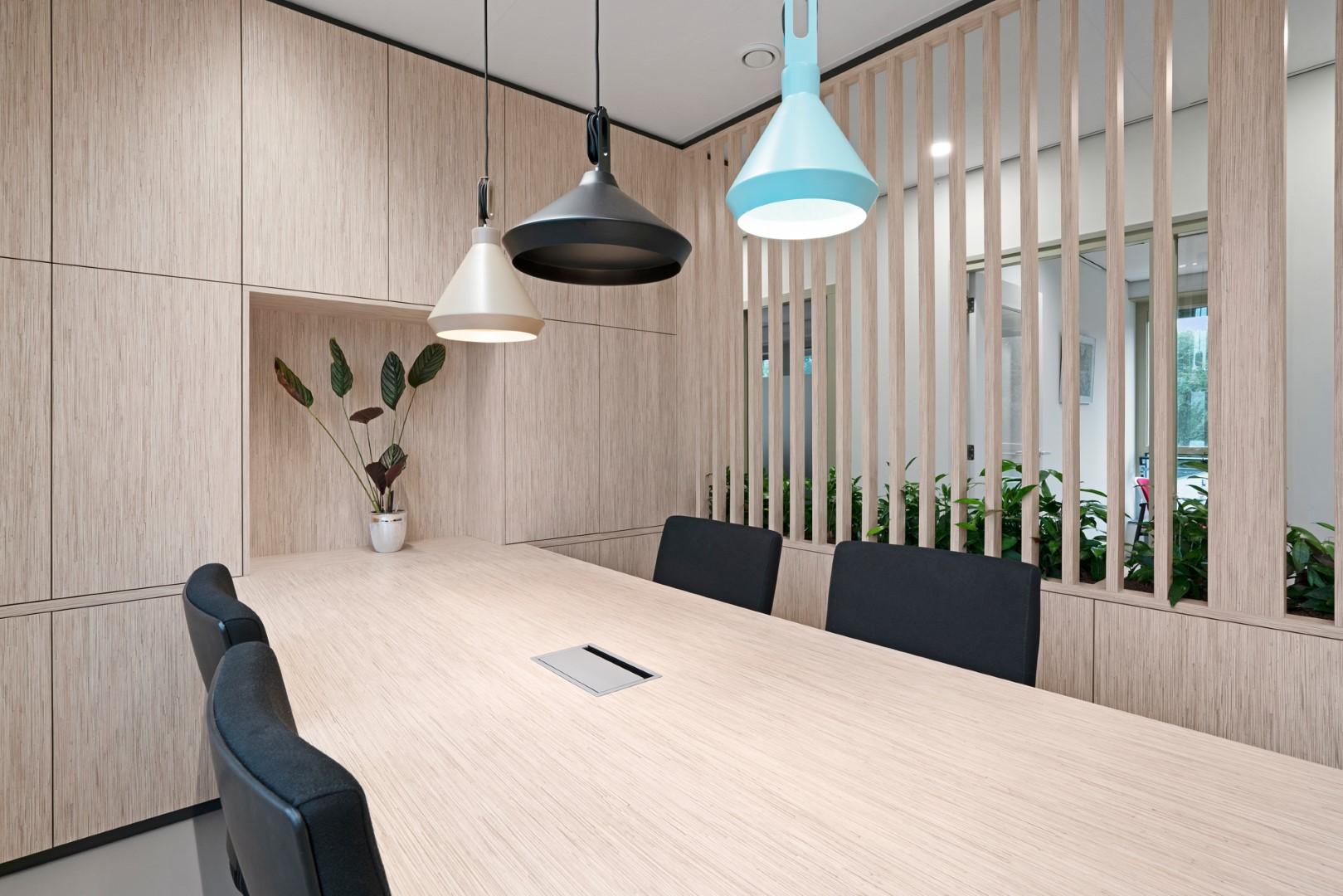 Adrichem Interieurbouw design vergaderruimte