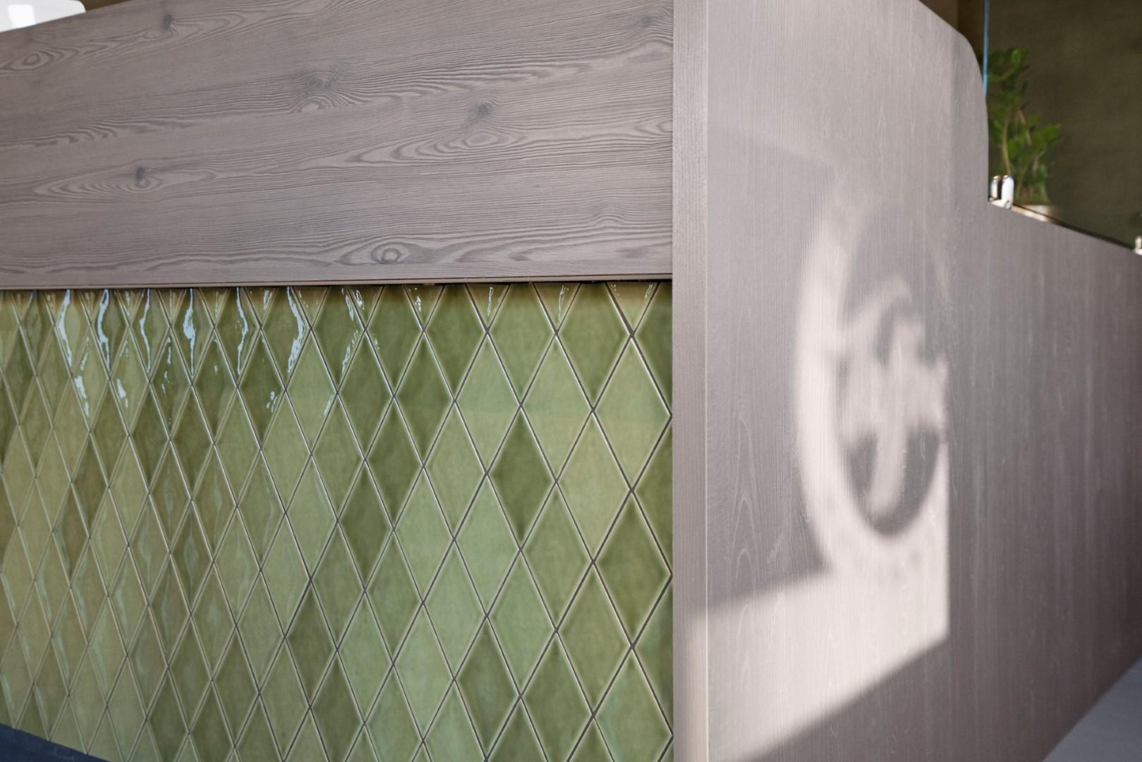 Adrichem Interieurbouw winkel balie tegels