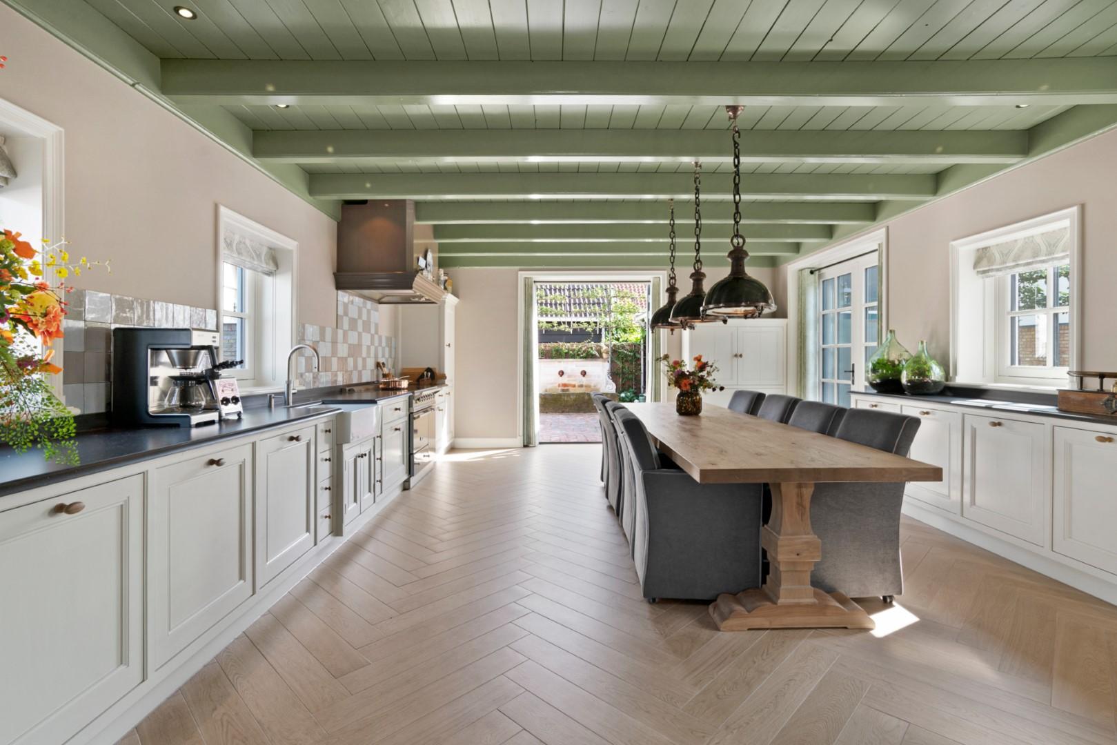 Adrichem Interieurbouw landelijke keuken overzicht